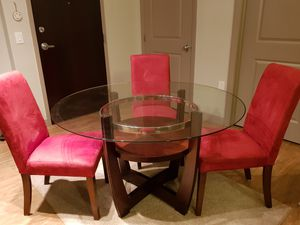 Dining table like new and 4 chairs for Sale in Columbus, OH