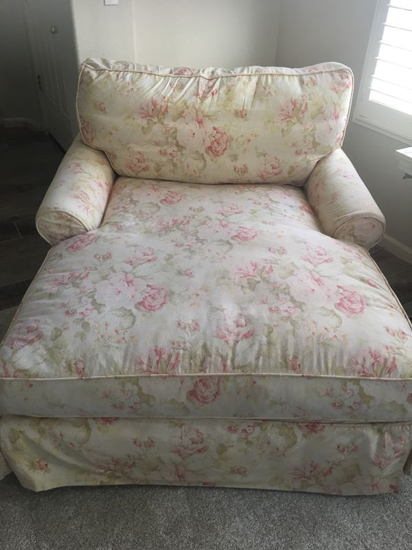 Shabby Chic Slipcovered Chaise Lounge