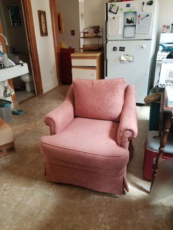 Vintage Pink Chair for Sale in Milwaukee, WI - OfferUp