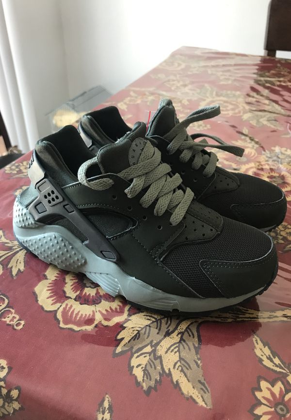 quality design 51576 f5d39 New huarache Nike army green for Sale in Coachella, CA - OfferUp