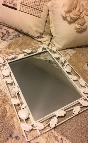 Photo Shabby Chic Small Metal Mirror