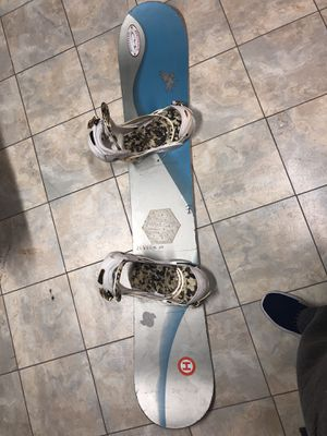 Burton Custom Snowboard with Cartel Bindings for Sale in Woodbridge, VA
