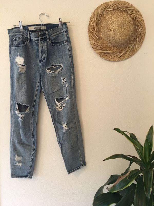 582b8707af3 Brandy Melville Boyfriend Jeans for Sale in Encinitas, CA - OfferUp