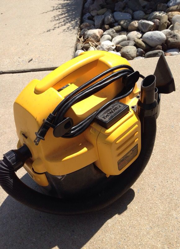 Dewalt 2 Gallon Cordless/Corded Wet/Dry Vacuum