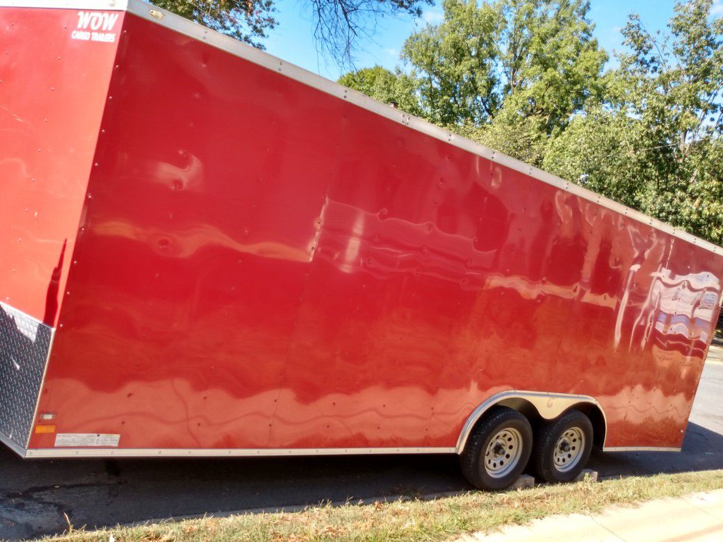 2016 wow!!! Enclosed trailer