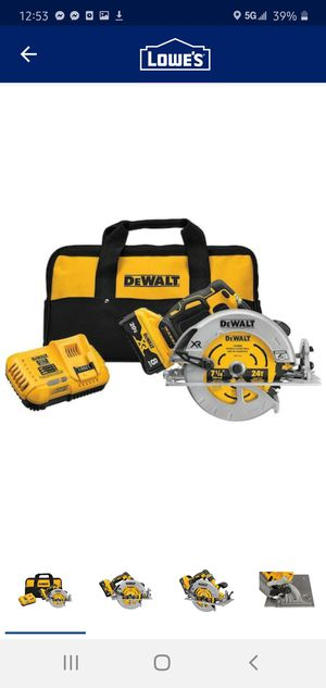 Photo DEWALT 20 V MAX XR POWERDETECT 7 1/4 - Circular Saw with 8 ah Battery