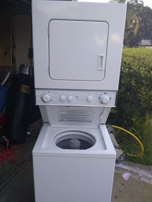 GE 24 inch stackable washer and dryer for Sale in Orlando, FL