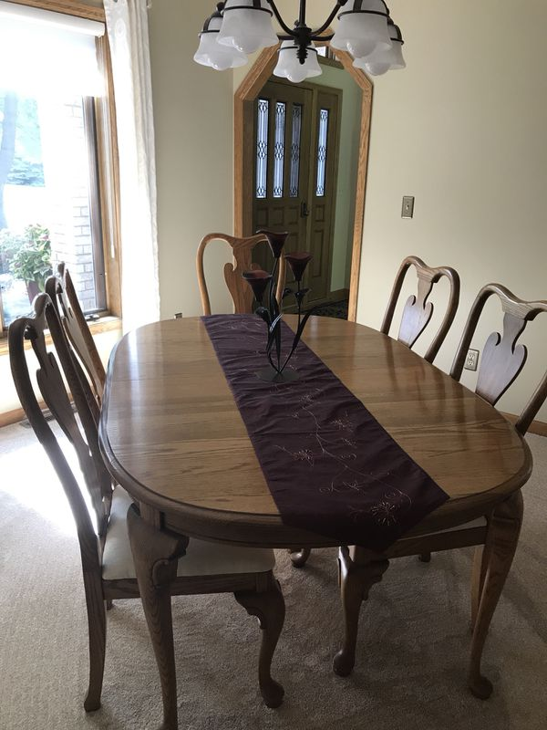 Virginia House Dining Table With 8 Chairs And China Cabinet
