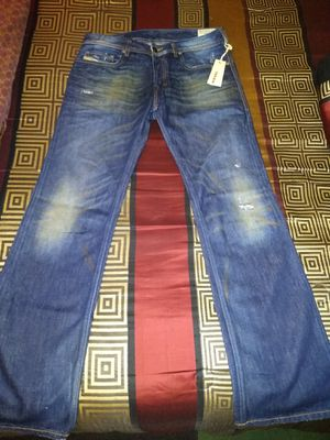 Photo NEW WITH TAGS MENS AUTHENTIC DIESEL ZATINY DARK BLUE DISTRESSED SLIM BOOT CUT JEANS SIZE 32X32