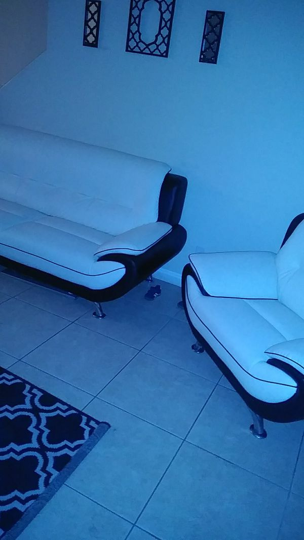 Offerup Las Vegas >> 3 piece couch set black and white leather no rips or tears for Sale in Las Vegas, NV - OfferUp