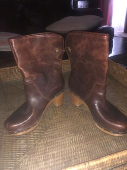 Uggs Leather Boots Thumbnail