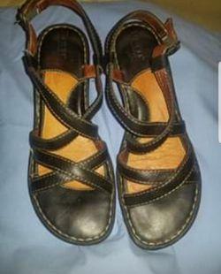 Women's sandals size 10 Thumbnail