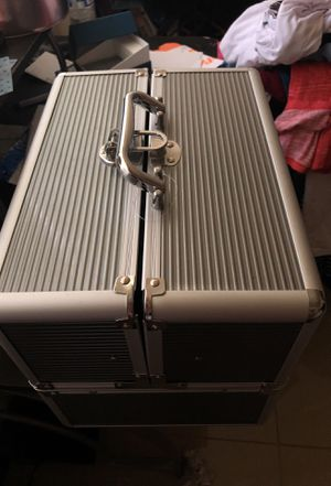 Makeup train aluminum case for Sale in Houston, TX