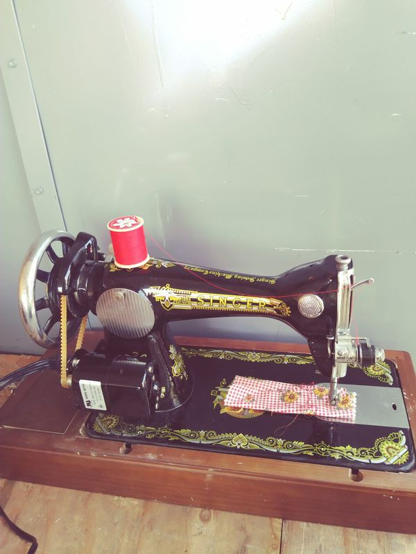 Singer Sewing Machine Vintage for Sale in Los Angeles, CA - OfferUp