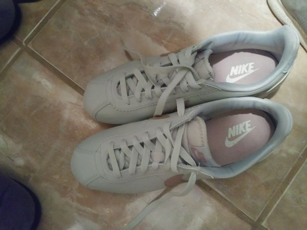 premium selection 706f0 da544 Ladies Nike tennis shoes brand new never used made out of letter size 10  for Sale in West Palm Beach, FL - OfferUp