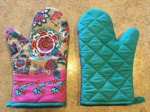 2 Oven Mitts for Sale in Ranson, WV