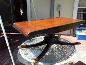 Photo REALLY NICE ANTIQUE TABLE