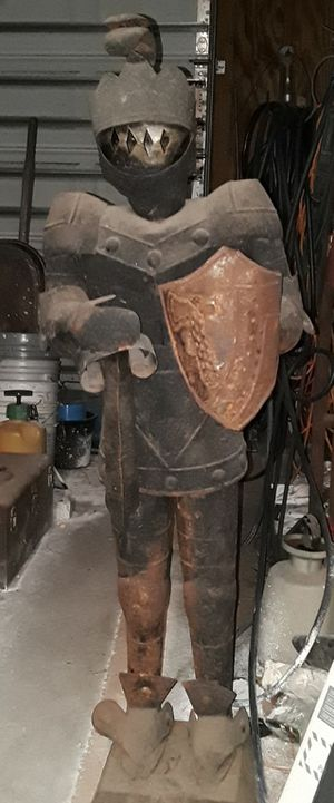 Photo Vintage 5 ft Medieval Knight