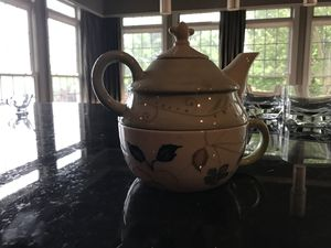 Artistic teapot/cup combo for Sale in Gaithersburg, MD