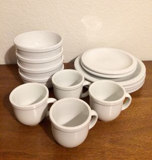 Photo Pottery Barn Dinnerware Set