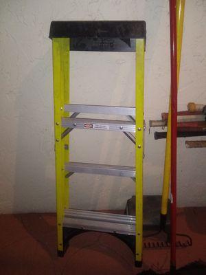4 foot fiberglass husky ladder for Sale in Kissimmee, FL