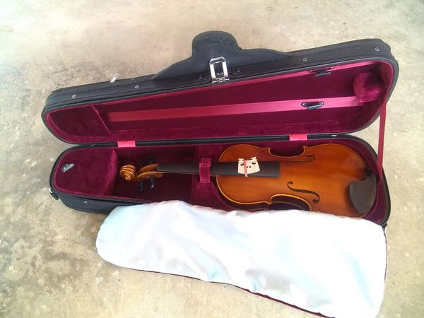 brand new 3 4 size violin no label bow or strings for sale in pompano beach fl offerup. Black Bedroom Furniture Sets. Home Design Ideas