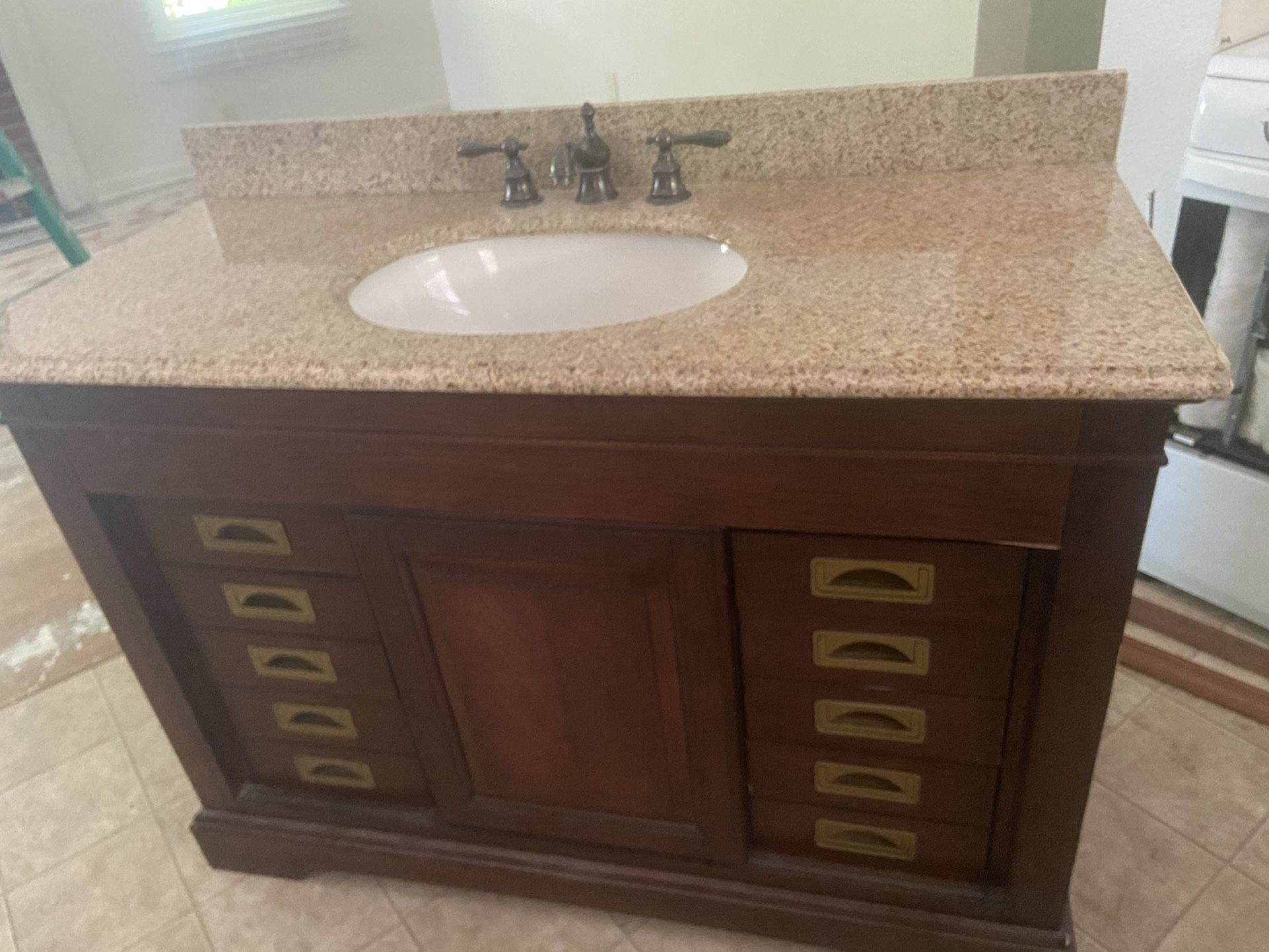Vanity excellent condition Moving out Sale