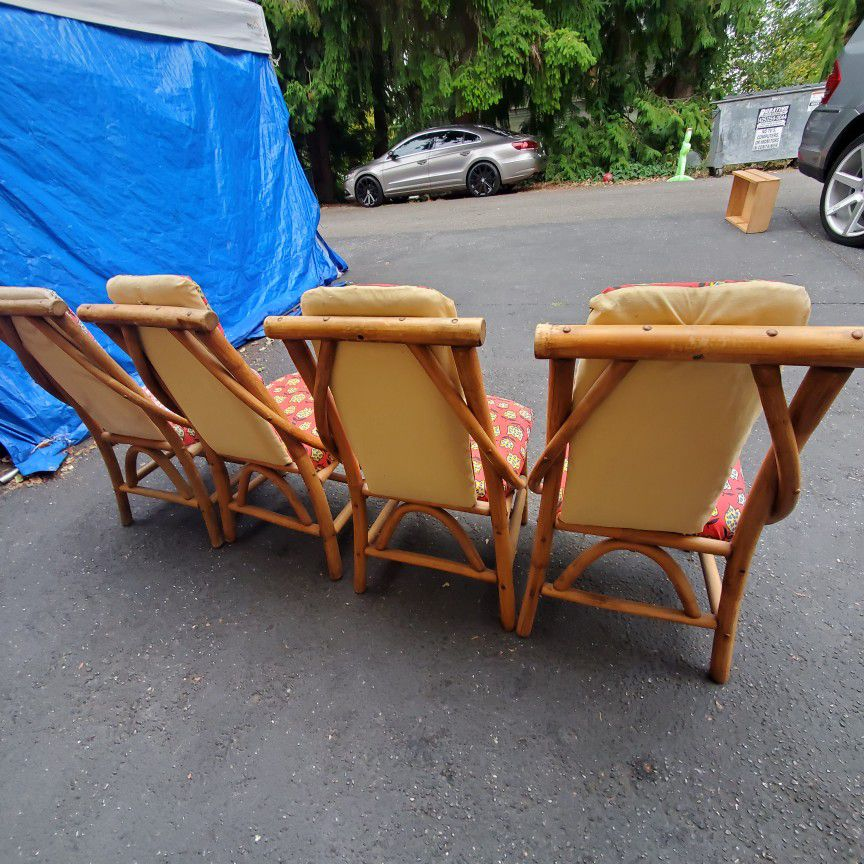 Mid Century Modern Wicker Rattan Dining Table/ Coffee Table  30x30x26toll.in Perfect Condition