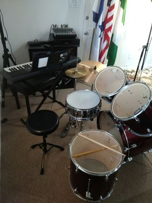 Drums set with the chair for Sale in Fort Washington, MD