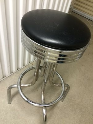 Chrome Bar Stool in Excellent Condition for Sale in Dublin, OH