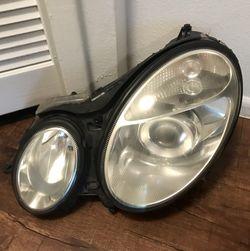 HEAD LAMP-DRIVER SIDE FOR A MERCEDES BENZ E-350 2005-2007....Lámpara delantera lado conductor para Mercedes BENZ E-350 del 2005 al 2007 Thumbnail