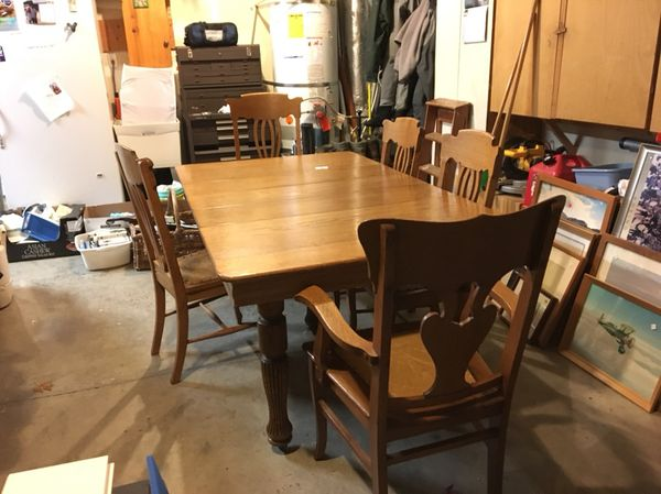 American Made Antique Oak Dining Table With 3 Side Chairs And 2 Arm