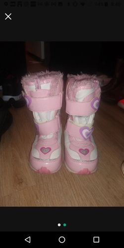 Size 10 Toddler snow Boots Thumbnail