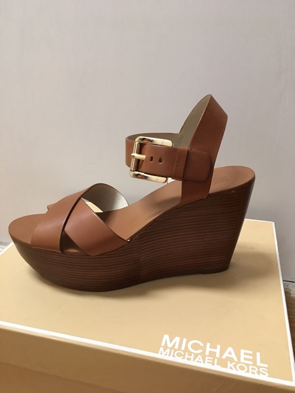 d0b98b5ded10 Michael Kors Women s Peggy Wedge Tan Size 7.5 for Sale in New York ...