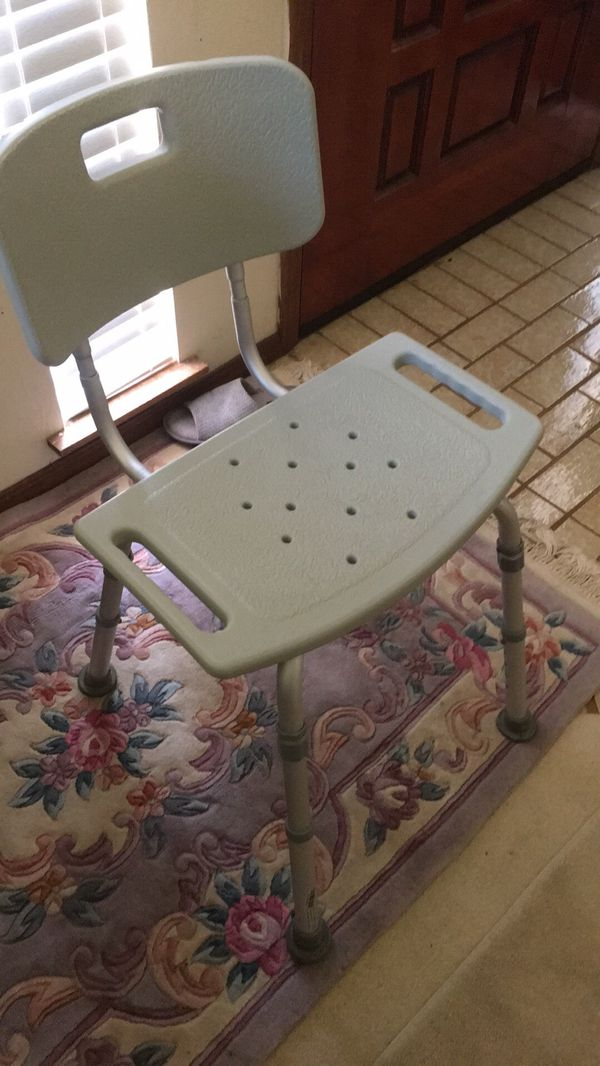Barely used — like new — shower chair for Sale in Visalia, CA - OfferUp