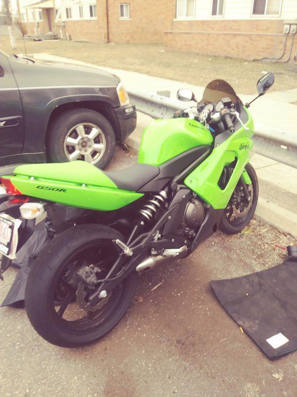 Kawasaki ninja 2008 less than 12,000 miles 3000