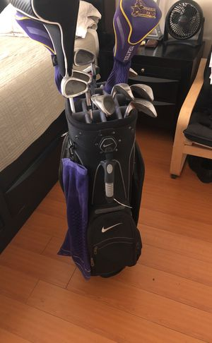 Nike bag with full set of golf clubs (minus putter) for Sale in Los Angeles, CA