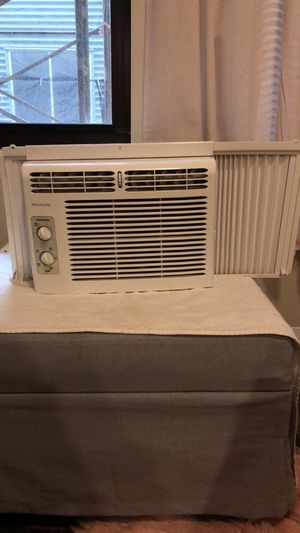 Frigidaire window air conditioning unit for Sale in Pittsburgh, PA