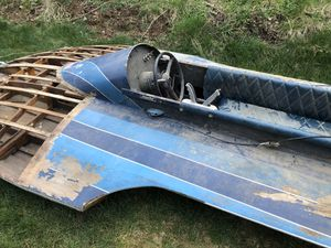 Photo Vintage wood 10' hydroplane and mercury outboard motor