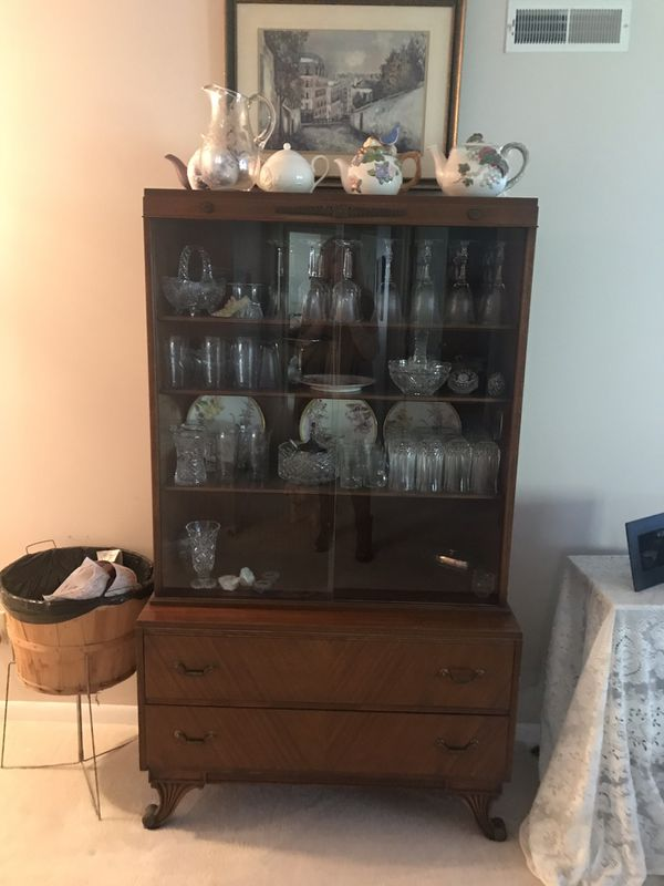 Dining Room Furniturechina Cabinet 2 Arm Chairs 4 Side Tea Cart Are All In Good Condition Moving Homes