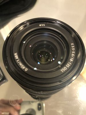 SONY 18-135mm OSS 3.5-5.6 LENS USED TWICE WITH CAPS , mint condition for Sale in Los Angeles, CA