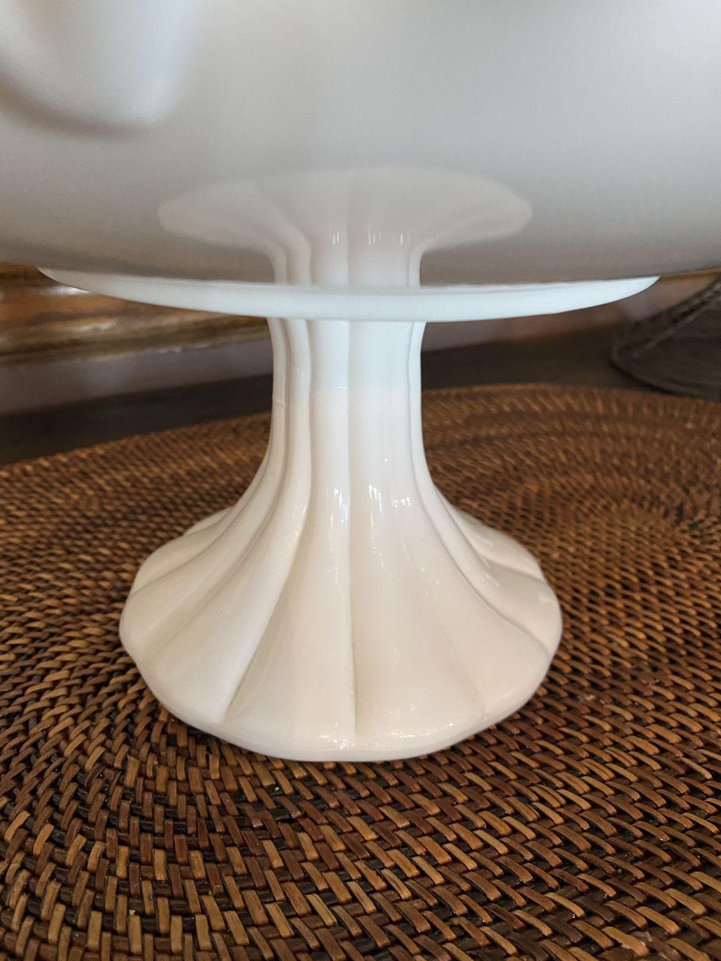 Cake plate pedestal dish
