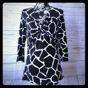 New Beautiful Michael Kors Shirt , women's size L ( New with tag ) for Sale in Frederick, MD