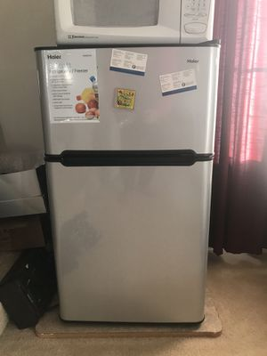 Small refrigerator for bedroom or living room with freezer and fridge for Sale in Ashburn, VA