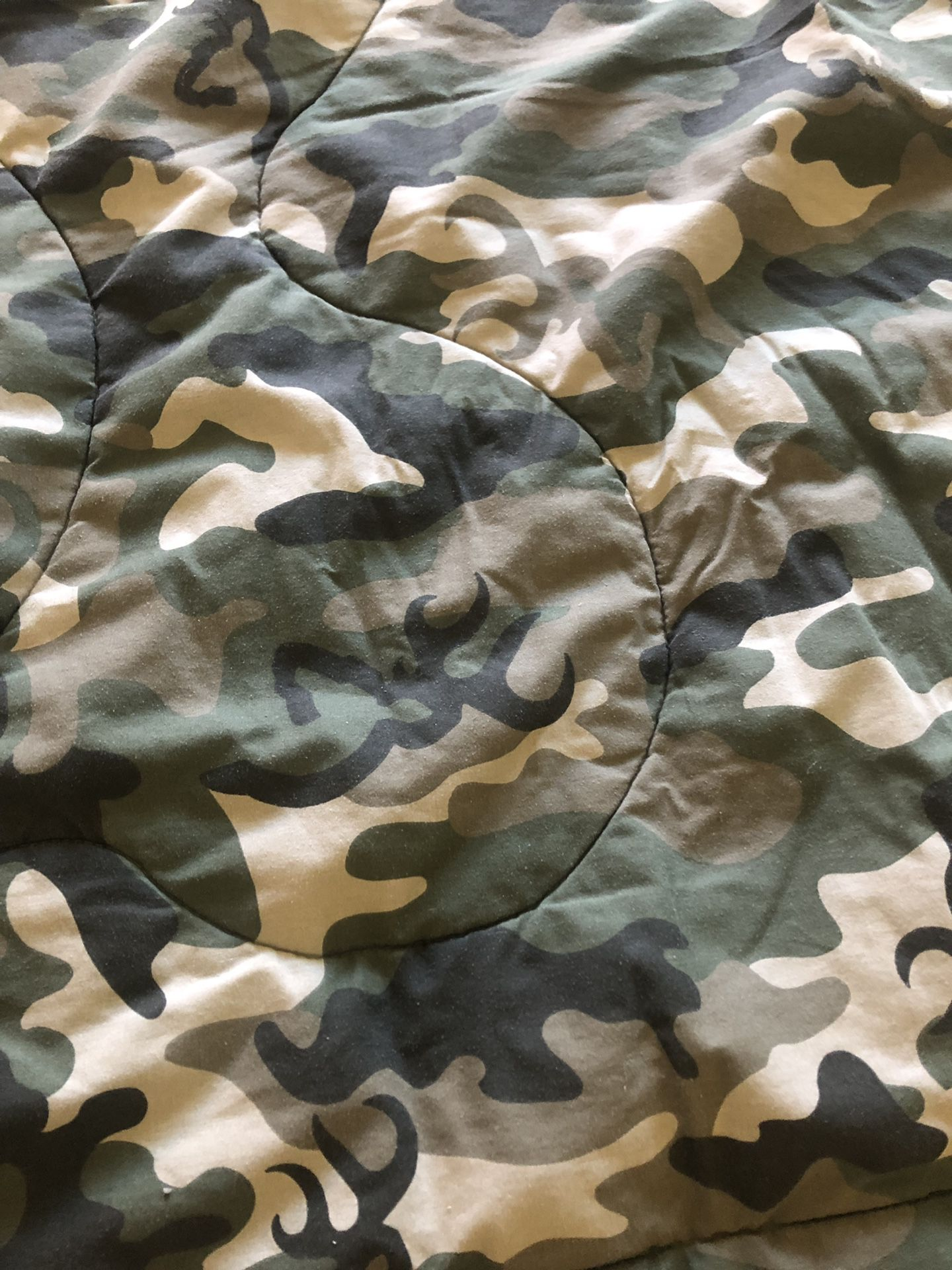 Full Size Camo Comforter