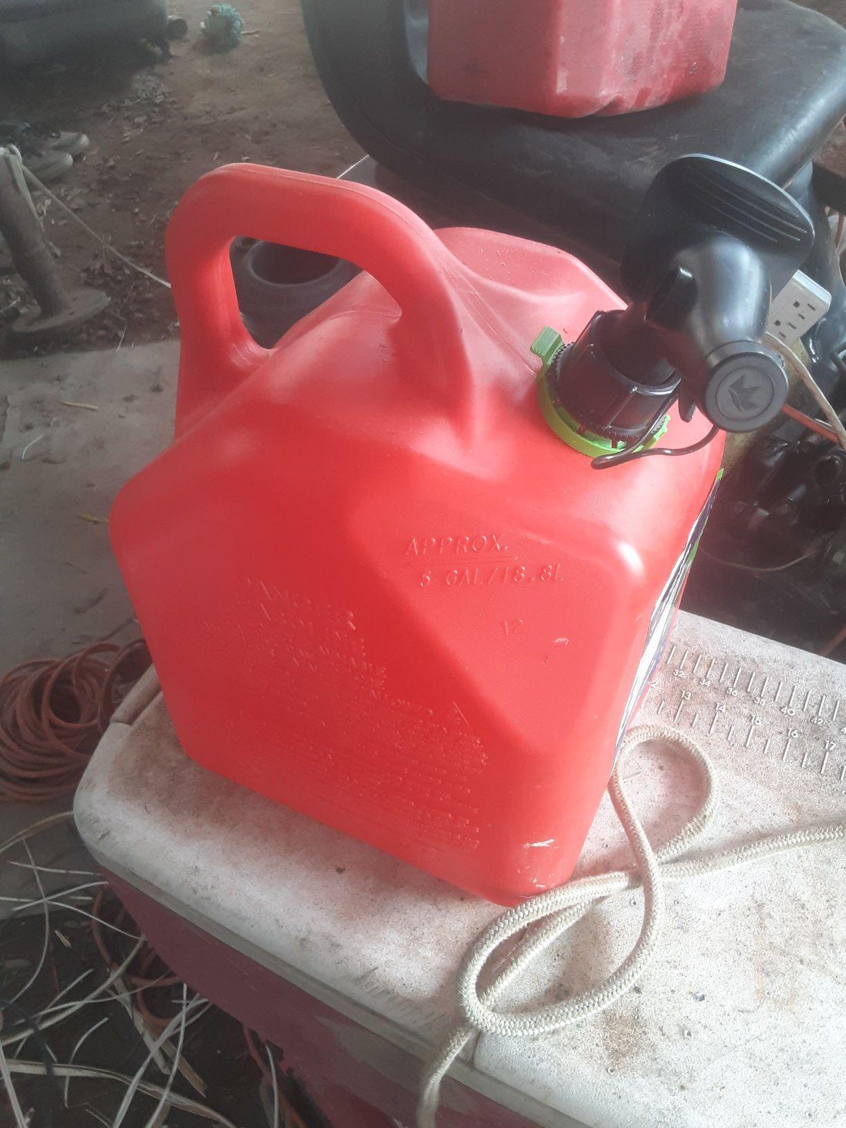 Sceptre 5 gallon gas can