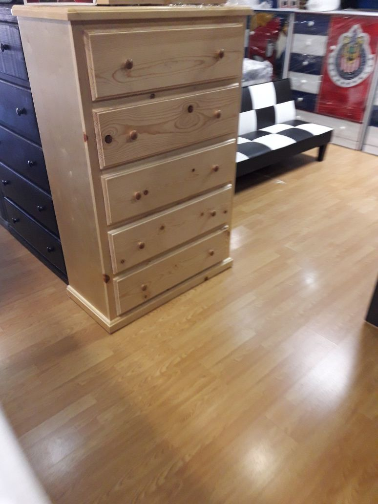 Beautiful pinewood bone 5 drawer dressers