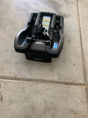 Photo Graco baby car seat base 10$