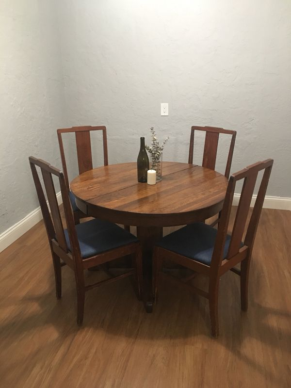 Round Dining Room Table With 4 Chairs For Sale In Orlando