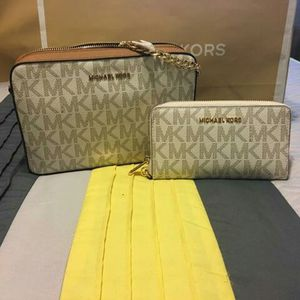62d34c7a02 New Authentic Michael Kors Handbag (Jewelry   Accessories) in ...